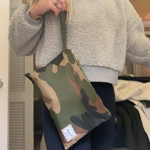 Camo Herschel bag